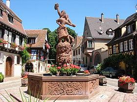 Fontaine allégorique de la place Lt Dutilh.