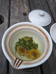 Korean chrysanthemum tea-Gukhwacha-01.jpg