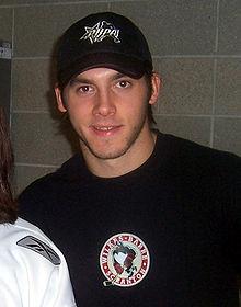 Portrait photo de Kristopher Letang avec un tee-shirt au logo des Penguins de Wilkes-Barre/Scranton.