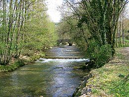 La Seille à l'entrée de Nevy-sur-Seille dans le Jura.