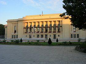 La mairie de Puteaux le matin.jpg