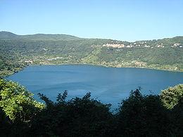 Vue générale du lac depuis le sud