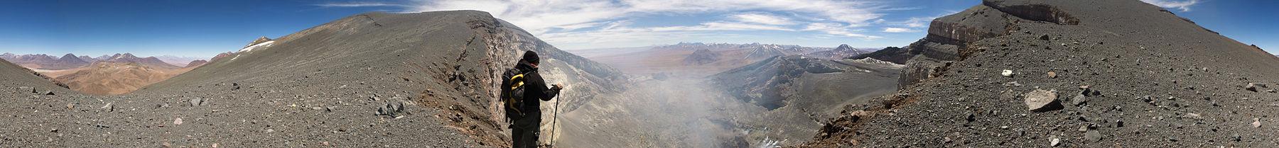 Panorama del cráter del volcán Láscar.