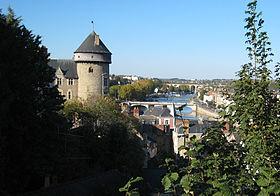 Aperçu du château de Laval et des bords de la Mayenne