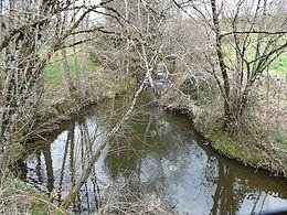 Le ruisseau du Laveau entre Goudour et Sarrazac. Vue vers l'amont.