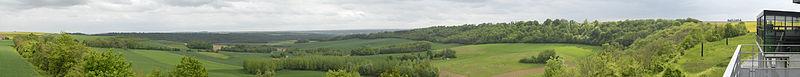 Vue panoramiquede la vallée depuis la grotte du Dragon