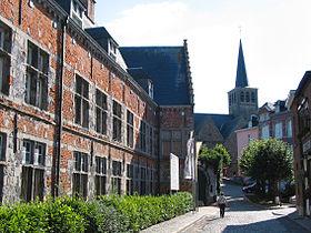L'hôpital Notre-Dame à la Rose et l'église Saint-Pierre