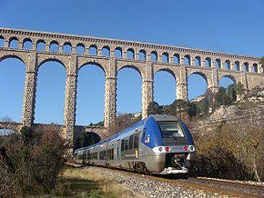 B 81628 passant sous l'aqueduc de Roquefavour