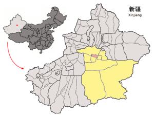 Localisation de la ville de Karachahr dans le xian de Yanqi (en rose) et la préfecture de Bayin'gholin (en jaune)