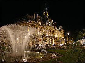 L'hôtel de ville place Jean Jaurès (ex place du Palais)