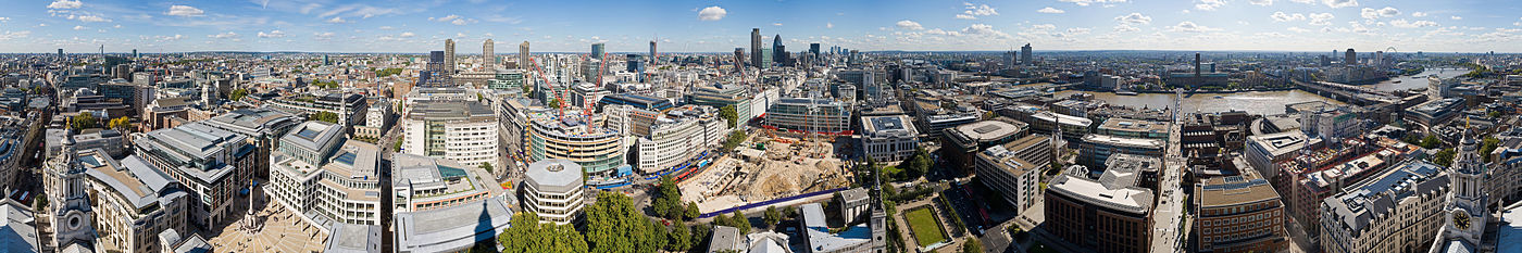 Uitzicht over modern Londen, gezien vanaf St. Paul's Cathedral