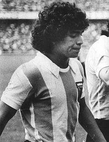Maradona 1977 debut.jpg