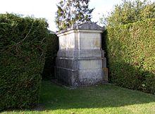Un tombeau à Mareil-le-Guyon.