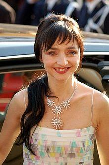 Maria de Medeiros Cannes.jpg