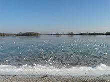 Photographie montrant la plage du Morlet sur le Lac des Eaux Bleues en hiver
