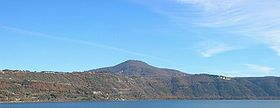 Monte Cavo e lago Albano.jpg