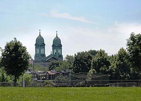 Clocher de l'église Saint-Marc vu du parc BeaubienLocalisation de Rosemont–La Petite-Patrie dans Montréal.Logo de l'arrondissement.