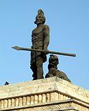 """Monumento a Gonzalo Guerrero, """"padre del mestizaje"""", náufrago español del siglo XVI que renunció a su patria de origen, a su rey, a su religión y se quedó con los mayas, con quienes combatió a los conquistadores."""