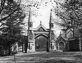 Porte du cimetière Mont-Royal, vers 1895