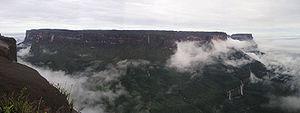 Mt Kukenan from Mt Roraima in Guyana HighLand 001.JPG