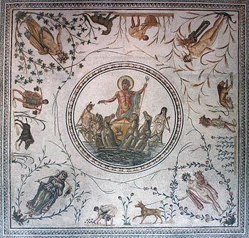Mosaïque avec le dieu Neptune sur son char et autour de lui des représentations des saisons et des travaux agricoles liés à ces moments de l'année.