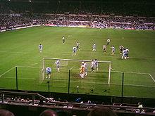 Zulte Waregem, en bleu clair, face à Newcastle en Coupe UEFA