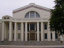 Vue de l'entrée du lycée technique d'Oakland