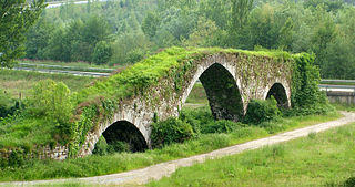Architectures: pont mdival d'Olloniego.