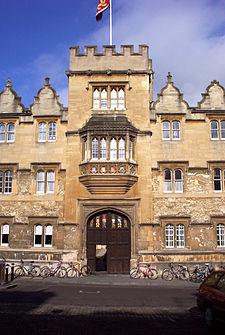 Oriel College Main Gate.jpg