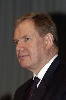 Paavo Lipponen 2004.jpg