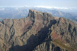 Le sommet, avec à sa droite le Capu Tafunatu (photo aérienne)