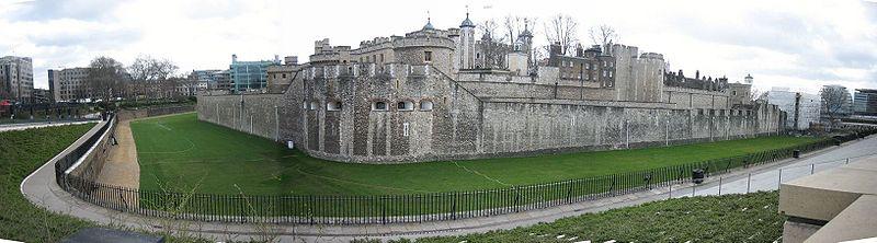 Muralla exterior de la Torre de Londres. En en centro, Legge's mount