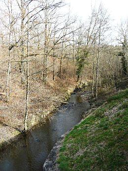 Le ruisseau de la Penchennerie en limite de Saint-Éloy-les-Tuileries et Ségur-le-Château.