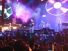 Waters (al fondo a la derecha) actuando con Pink Floyd en Live 8, el 2 de julio de 2005.