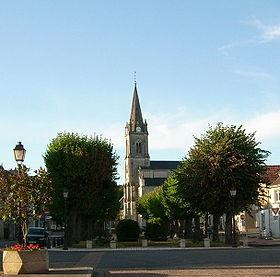 La place Mado-Robin et l'église