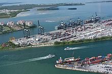 Photographie aérienne du port de Miami.