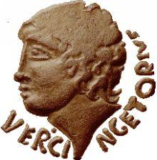 Statère d'or de -52, issu du trésor de Pionsat, Puy-de-Dôme, au nom de Vercingétorix, mais figurant probablement le dieu Apollon.
