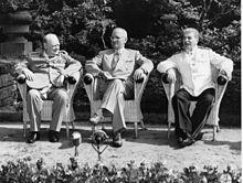 Les acteurs de la conférence de Potsdam: Churchill, Truman, Staline, dans le jardin de Cecilienhof.