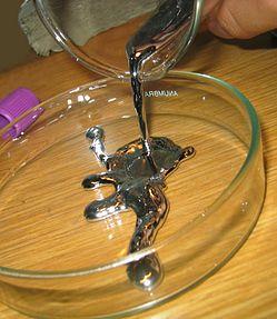 Pouring liquid mercury bionerd.jpg