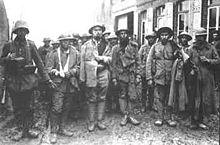 Prisioneiros ingleses portugueses 09 04 1918.jpg