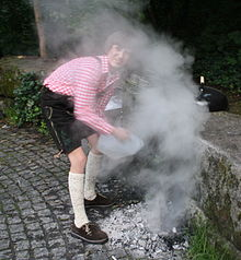 Rauch beim Abloeschen einer Glut.JPG