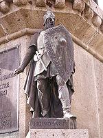Statue de Richard Ier sur le socle de la statue du Conquérant à Falaise