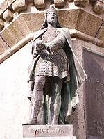 Statue de Richard le Bon sur le socle de la statue du Conquérant à Falaise