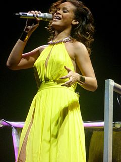 Rihanna - Live in Paris (5).jpg