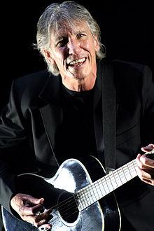 Waters en 2007 en una actuación en solitario.