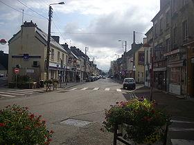 La rue principale d'Équeurdreville-Hainneville