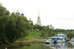 Kremlin de Riazan vu depuis l'Oka.