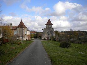 L'église et le village de Saint-Félix-de-Bourdeilles