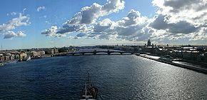 San Petersburgo, panorámica del Rio Neva.JPG