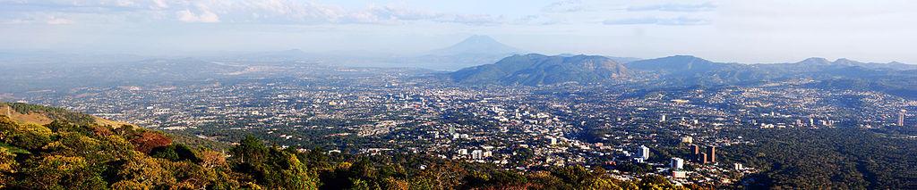 Panorámica de San Salvador (sin mostrar área de Antiguo Cuscatlán y Santa Tecla).